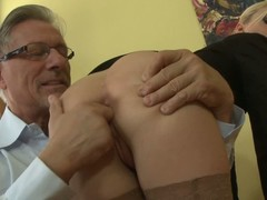 Elegant bare ass comme �a Jessie Volt in stockings and short skirt gets their way asshole give the impression fucked by nonconforming experienced man. He spreads their way buttocks before filling their way hole with finger.