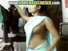 Amateur Indian girl in her saree strips down to get fucked