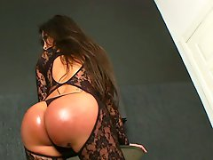 Latin shemale Karen Rodrigues jerking