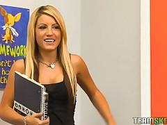 Kinky motor coach examines gal